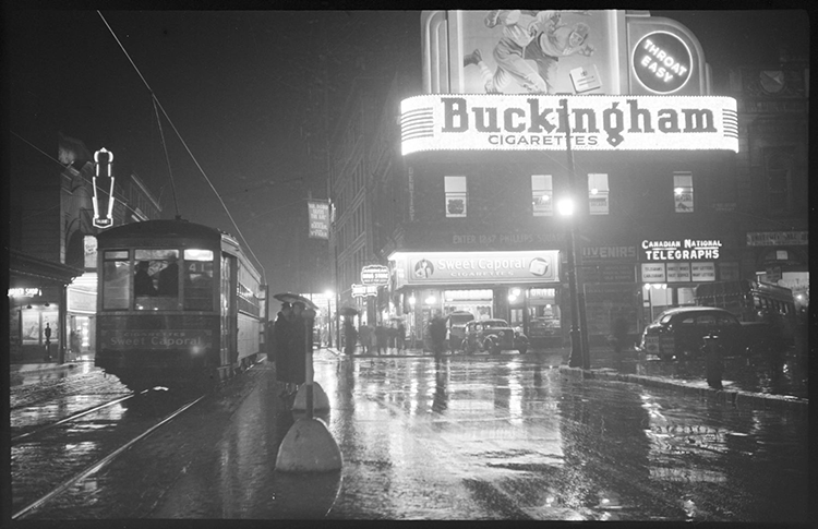 Photo ancienne, rue Sainte-Catherine de nuit en 1937.