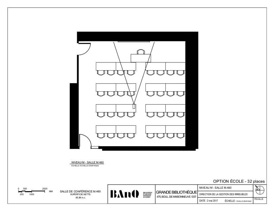 Plan of the room - Classroom-style layout - 32 seats - The plan displays tables and chairs consisting of four rows of eight seats each, separated by a centre aisle, facing a desk.