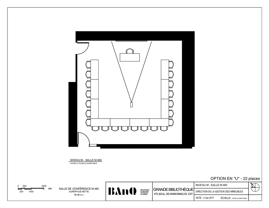 Plan of the room - U-shaped layout - 22 seats - The plan displays tables and chairs forming a U-shaped layout, facing a desk.